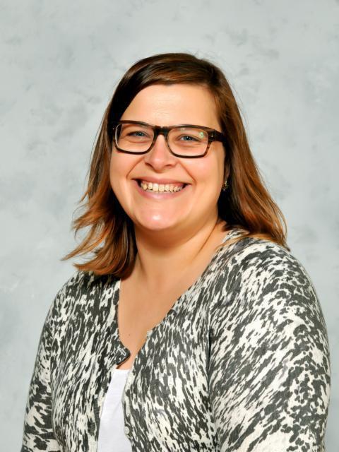 Mrs L Jacobs - Senior & Year 6 Teacher