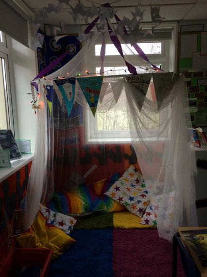4L's exciting reading yurt