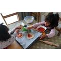 Jana and Mayar made pizza's.