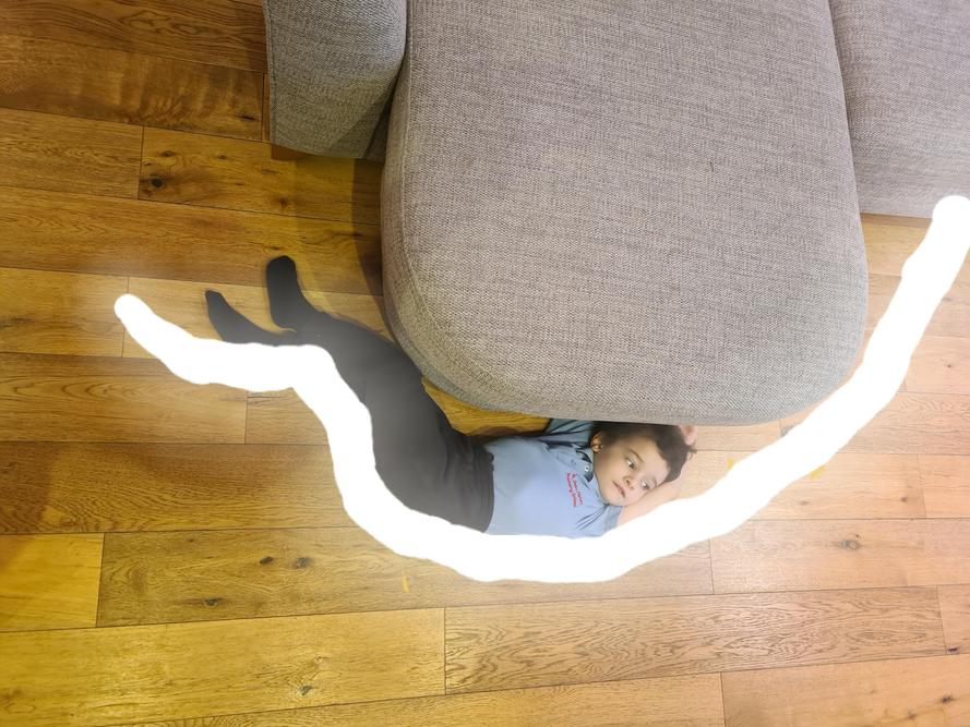 I saw a lovely curve on the sofa.