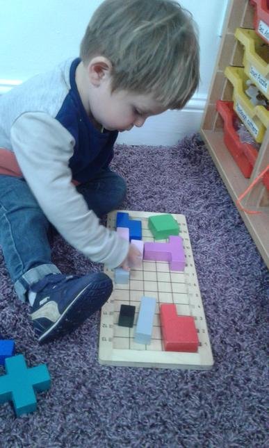 Beginning to categorise objects according to properties such as shape or size