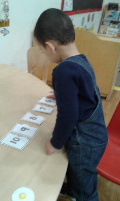 Recites numbers in order to 10