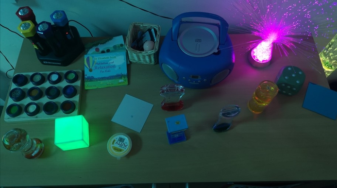 Visual and tactile objects to calm pupils
