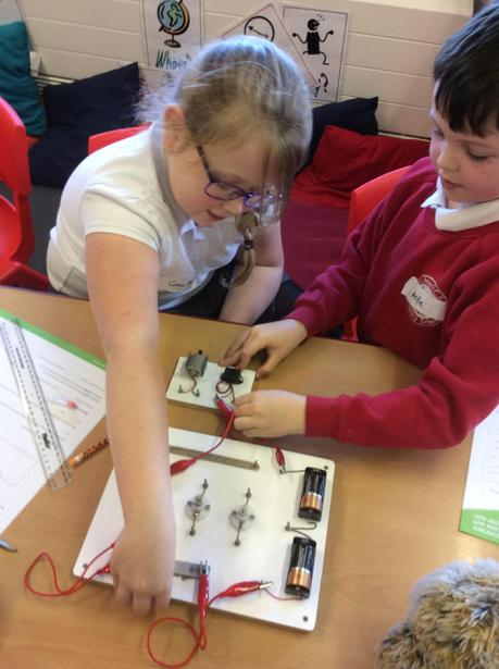 Making a circuit using a buzzer and motor.