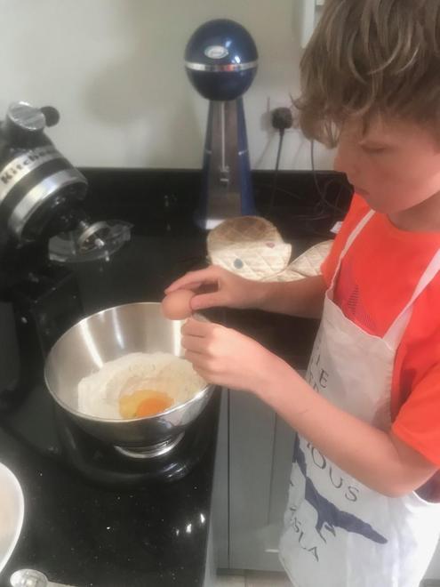 Breaking in eggs