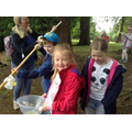 Children from class 2 collect water.