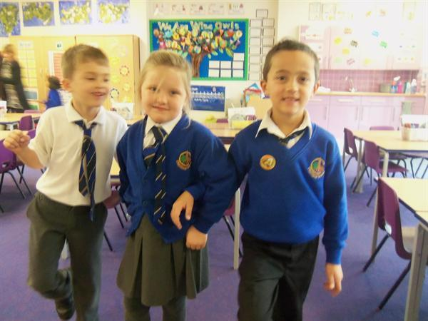 Acting out the story of Goldilocks in Literacy