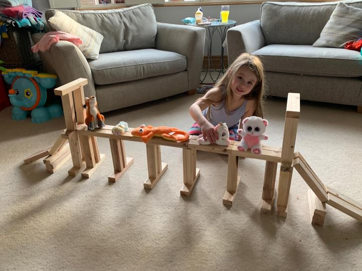 A very strong bridge holding up not 1, not 2 but 5 toys!!!