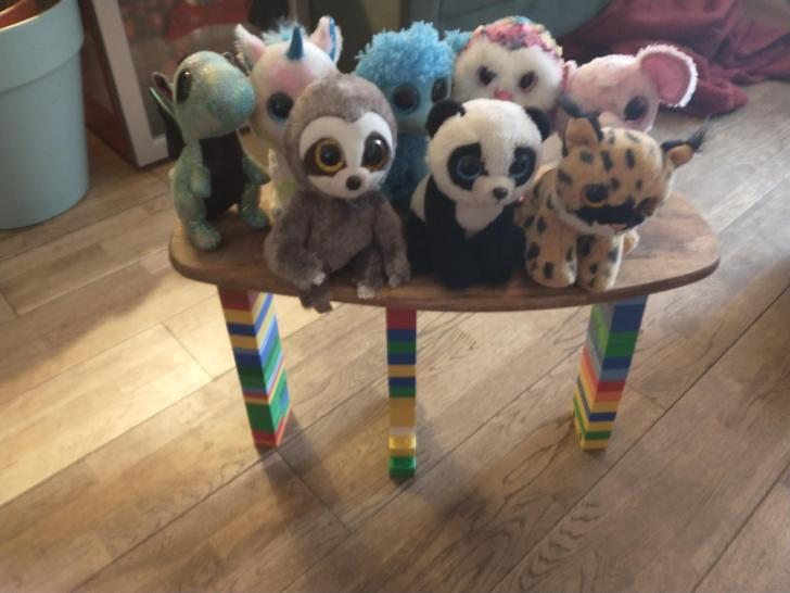 Look how many Beanie Boos Darcy's bridge can hold!