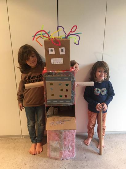 Look at this amazing Robot!!! Great team work boys!!!