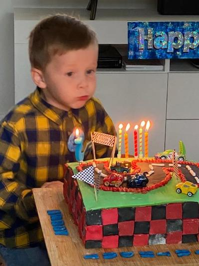 Yummy cake Harry!!