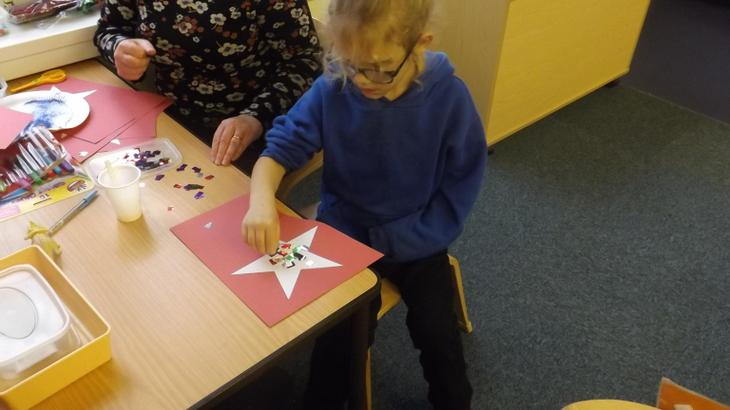 We used shiny materials to decorate stars.