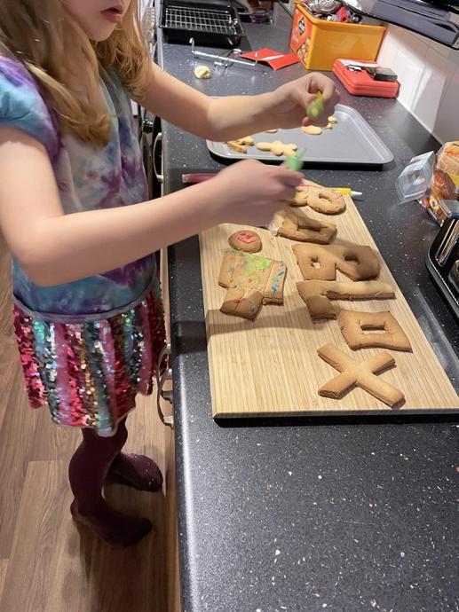 Mia Express Yourself Baking!