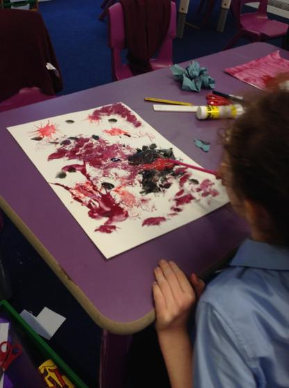 During Art this week, Year 6 examined a selection of abstract art. The children then exper
