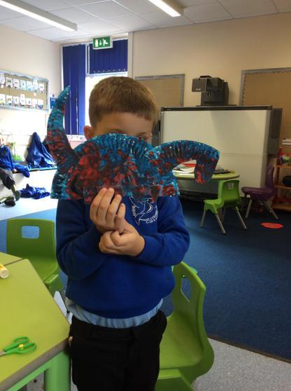paper plate brontasaurus