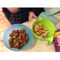 samosas and onion bajhis