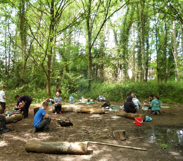 Relaxed activities around the summer camp