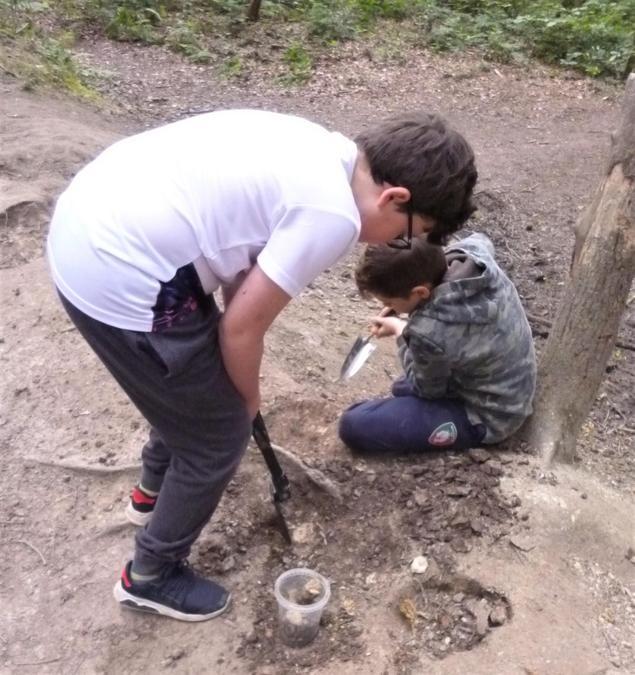 Spade + Dirt = Mining