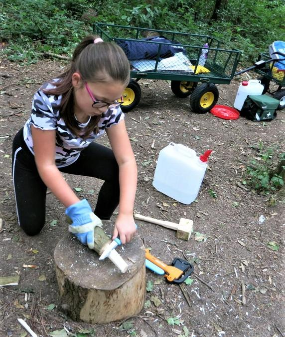 Learning safe knife whittling