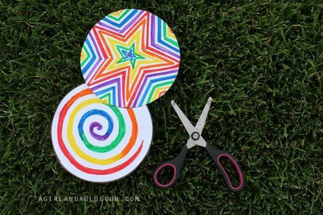 3. Cut out paper circles.