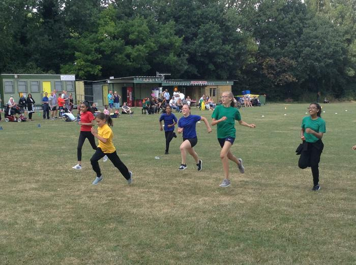 Great finish to the Y6 girls' race!