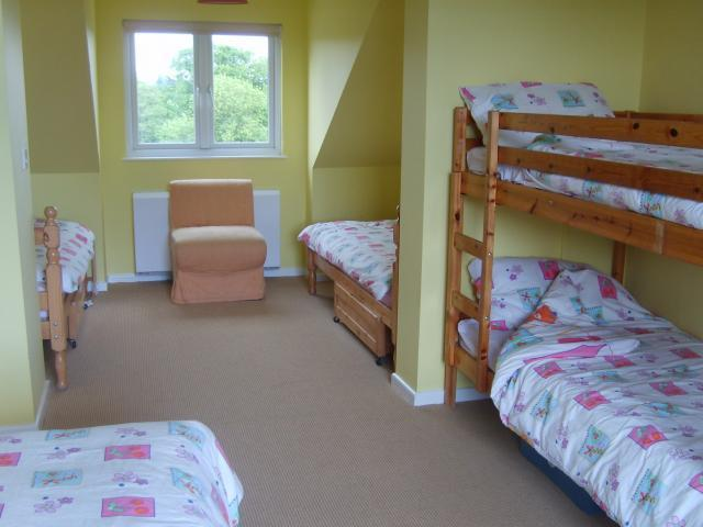 Yellow bedroom - 7 beds