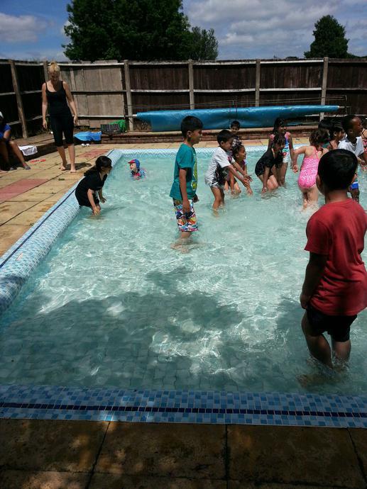 Paddling pool play