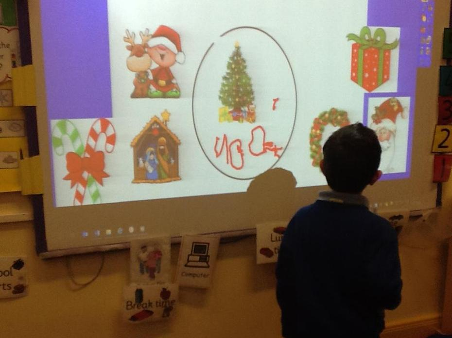 ICT - Designing Christmas baubles