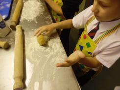 Make the dough into a small bowl.