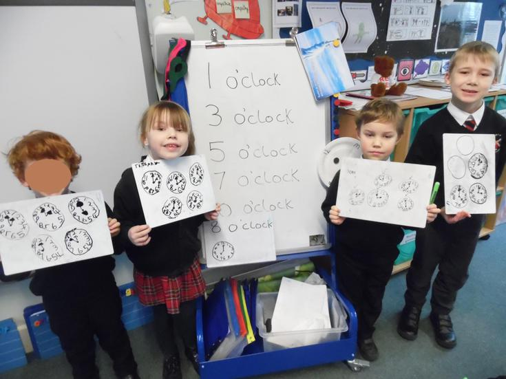 Early learning-Showing o'clock and half past