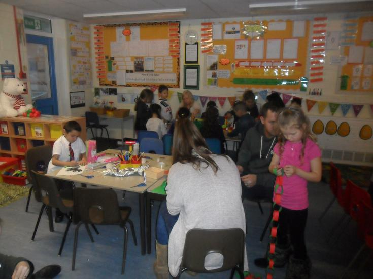 We challenged the pupils to make long paperchains.