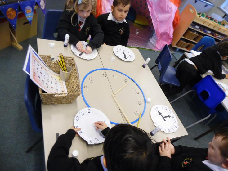 Learning the o'clock time with our clocks