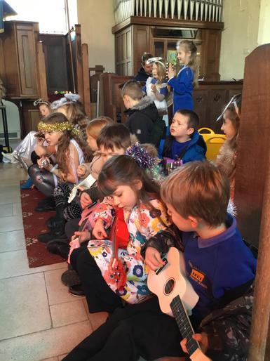 Ukelele rehearsal - Juniors