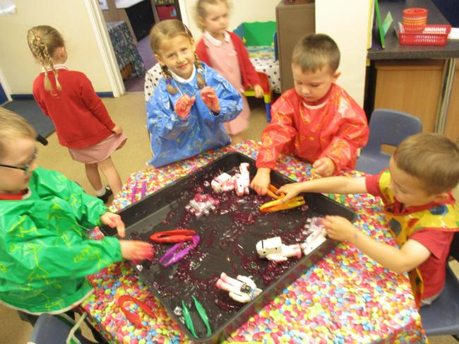 Messy play - star rescue mission!