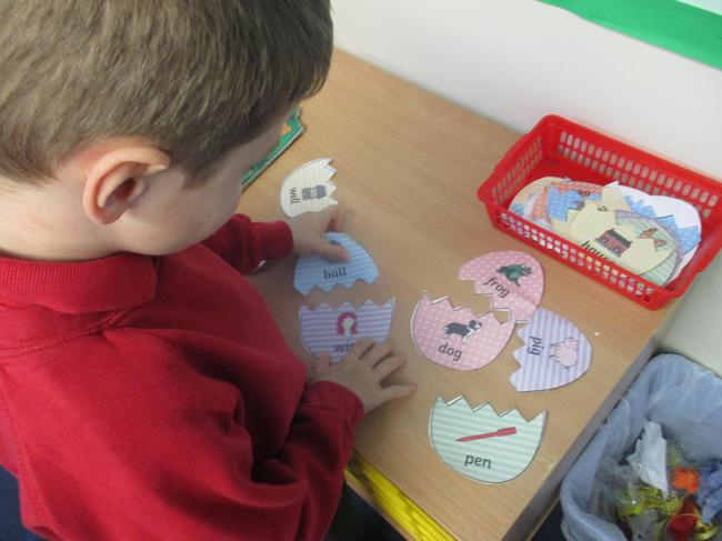 Matching the egg rhyming pairs
