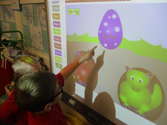 Egg phonic games on the smartboard
