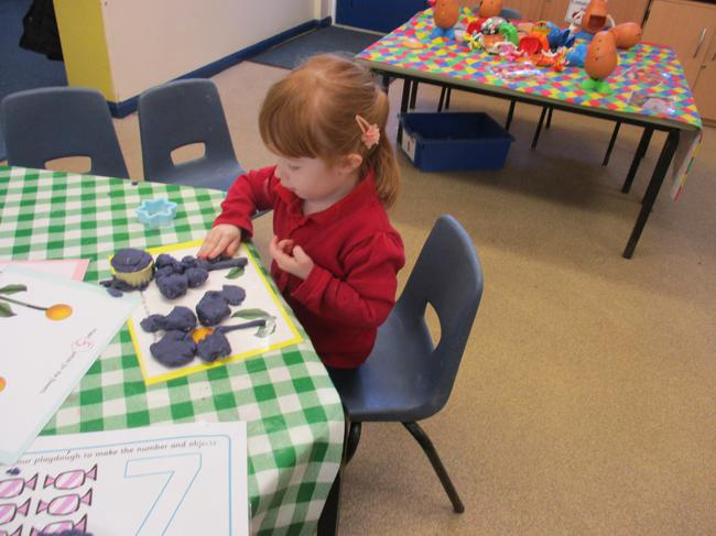 Making specific amounts of petals for the flower.