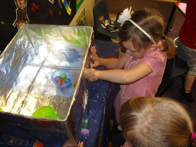 Fine motor task - scooping the planets