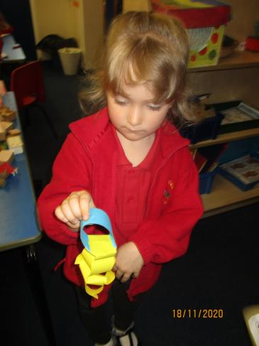 We made paper chains to decorate our classroom