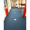 Spots to divide the corridor.