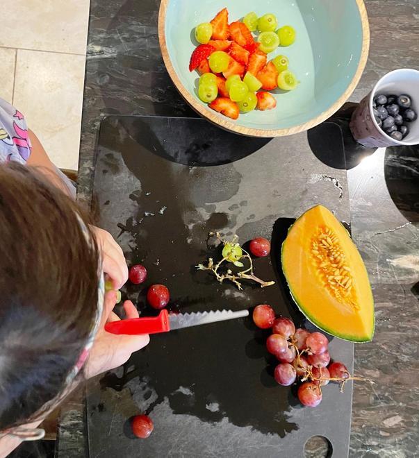 We prepared five delicious fruits...