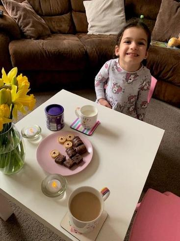 Amaara and her Mummy set up a living room cafe!