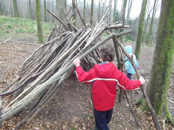 Making dens at Hooke Court