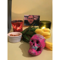 What a lovely Day of the Dead style altar.