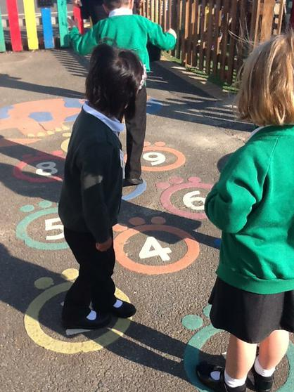 We play games to recognise numbers.