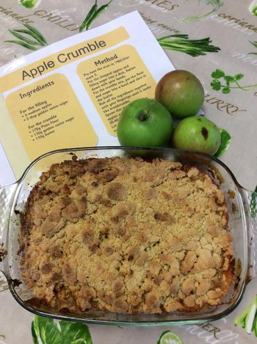 We made yummy apple crumble.