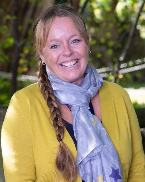 Mrs Nicki Lavington