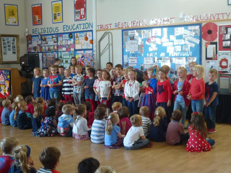 Year 1 singing: L'arc en Ciel.