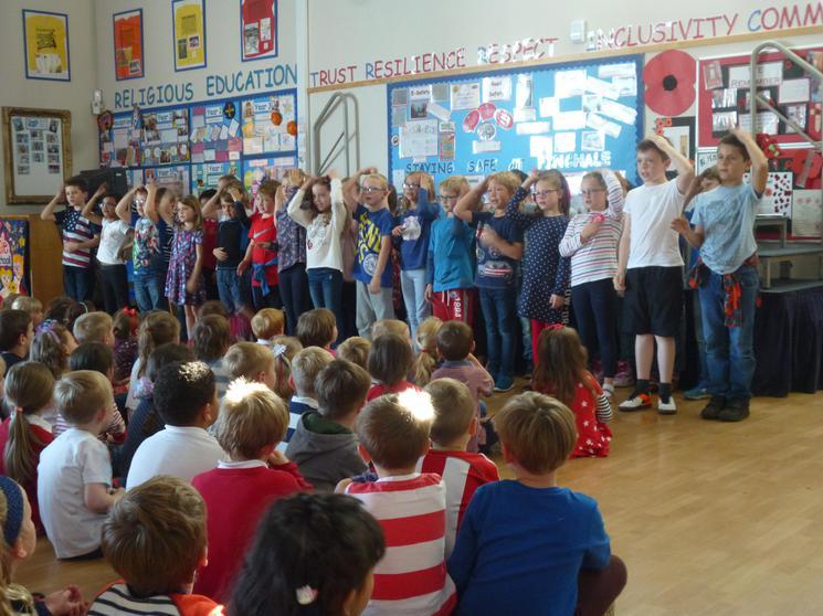 Year 3 singing: Bonjour! Je me Présente.