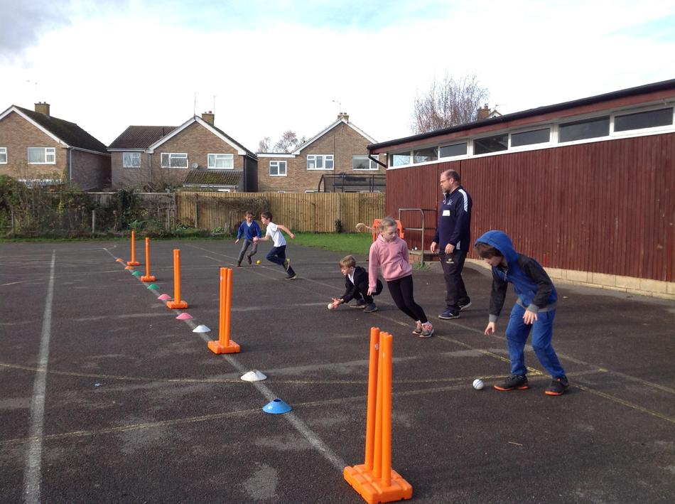Bowling practice - 10 points for hitting the stumps. Which team would team?